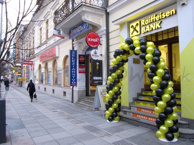 Balónová brána ako pozvánka v korporátnych farbách