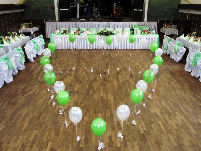 Srdce z héliom plnených balónov