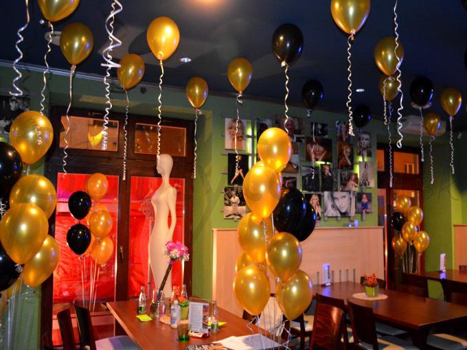 Zlato-čierna párty v glamour štýle