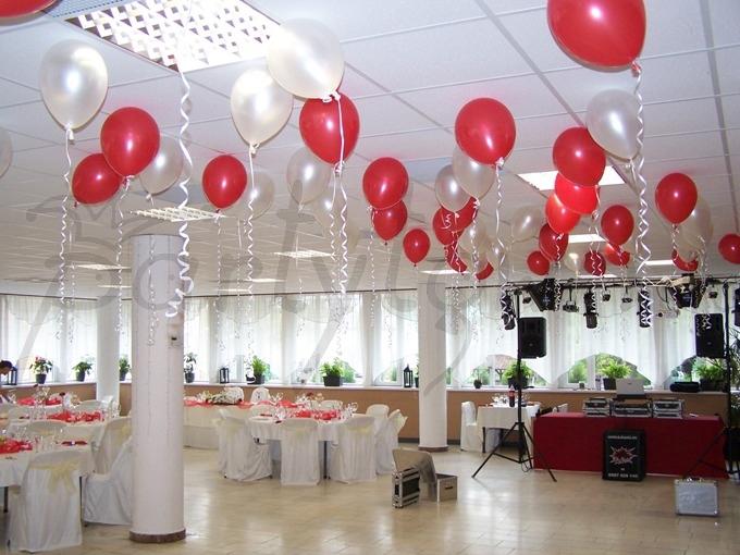 Červeno-perleťové svadobné veselenie sa
