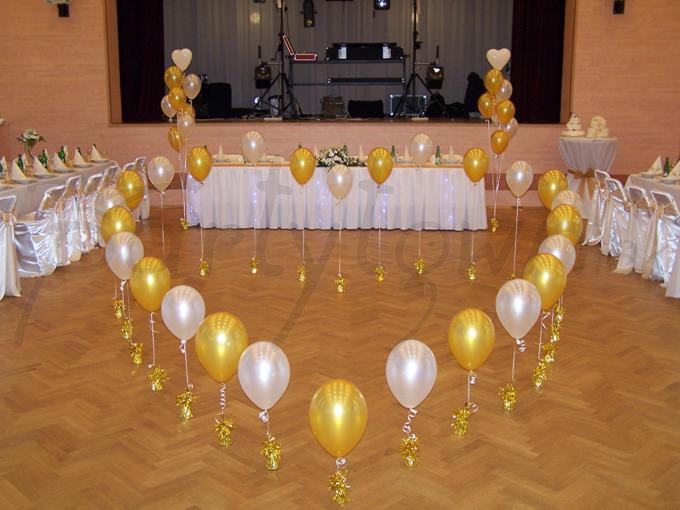 Srdce z balónov a balóny v tvare srdca na oslavu začiatku spoločnej cesty životom