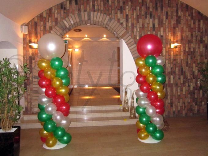 I balónové dekorácie majú vianočnú náladu