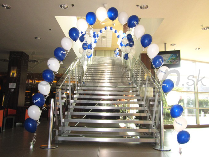 Balónové brány z héliom naplnených balónov s potlačou