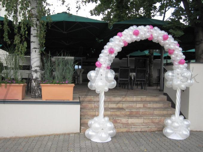 Balónová dekorácia pre tie najkrajšie svadobné fotografie