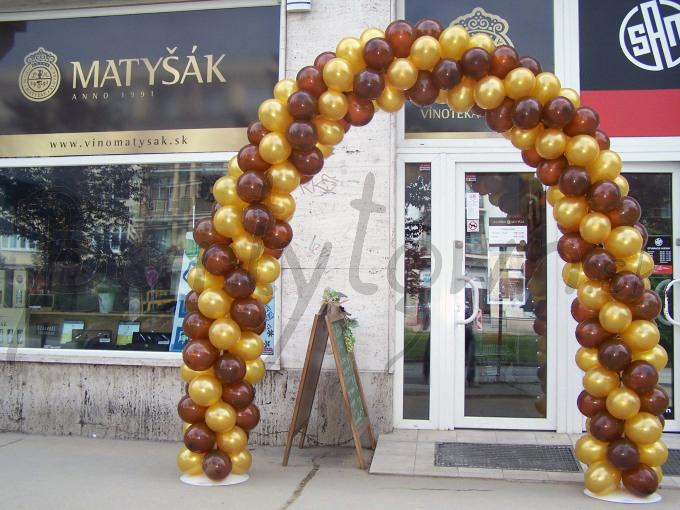 Hnedo-zlatá balónová paráda